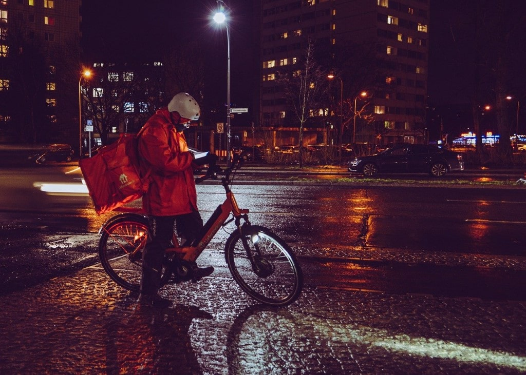is it illegal to ride a bike with no lights