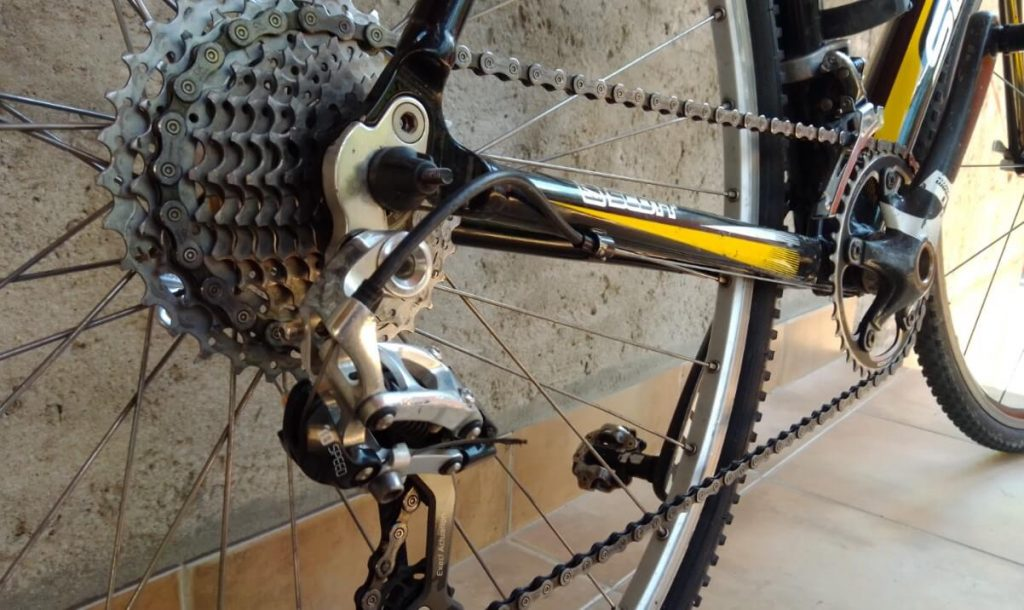 how to tighten a bicycle chain tips